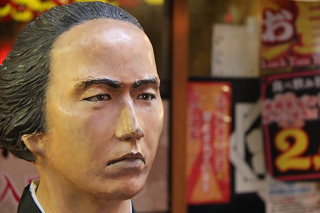 Interesting statue of the important historical character Sakamoto Ryoma