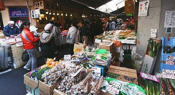 bagian luar tsukiji pasar ikan tokyo
