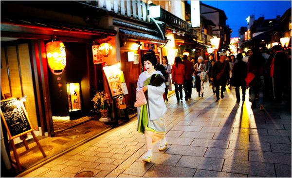 kota kyoto malam hari