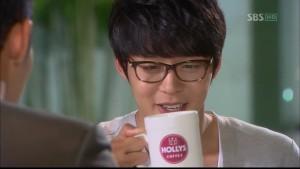 holly cafe 3