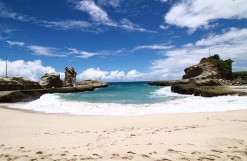 Keistimewaan Pantai Kelayar Pacitan Jawa Timur