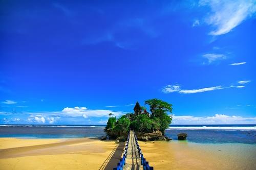 Pesona Pantai Balai Kambang Malang, Tanah Lot-nya Jawa Timur